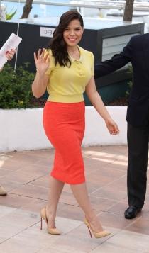 America Ferrera también se rinde a las faldas de tubo