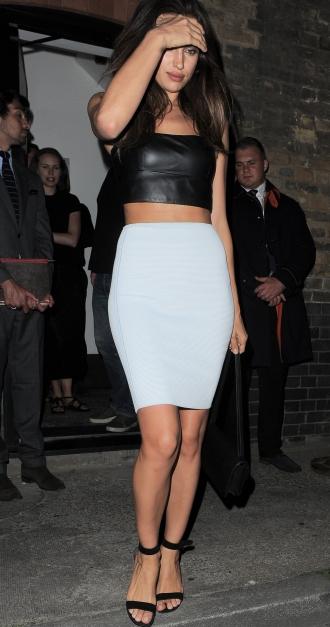 3a02e11a2b Irina Shayk también piensa en las faldas de tubo