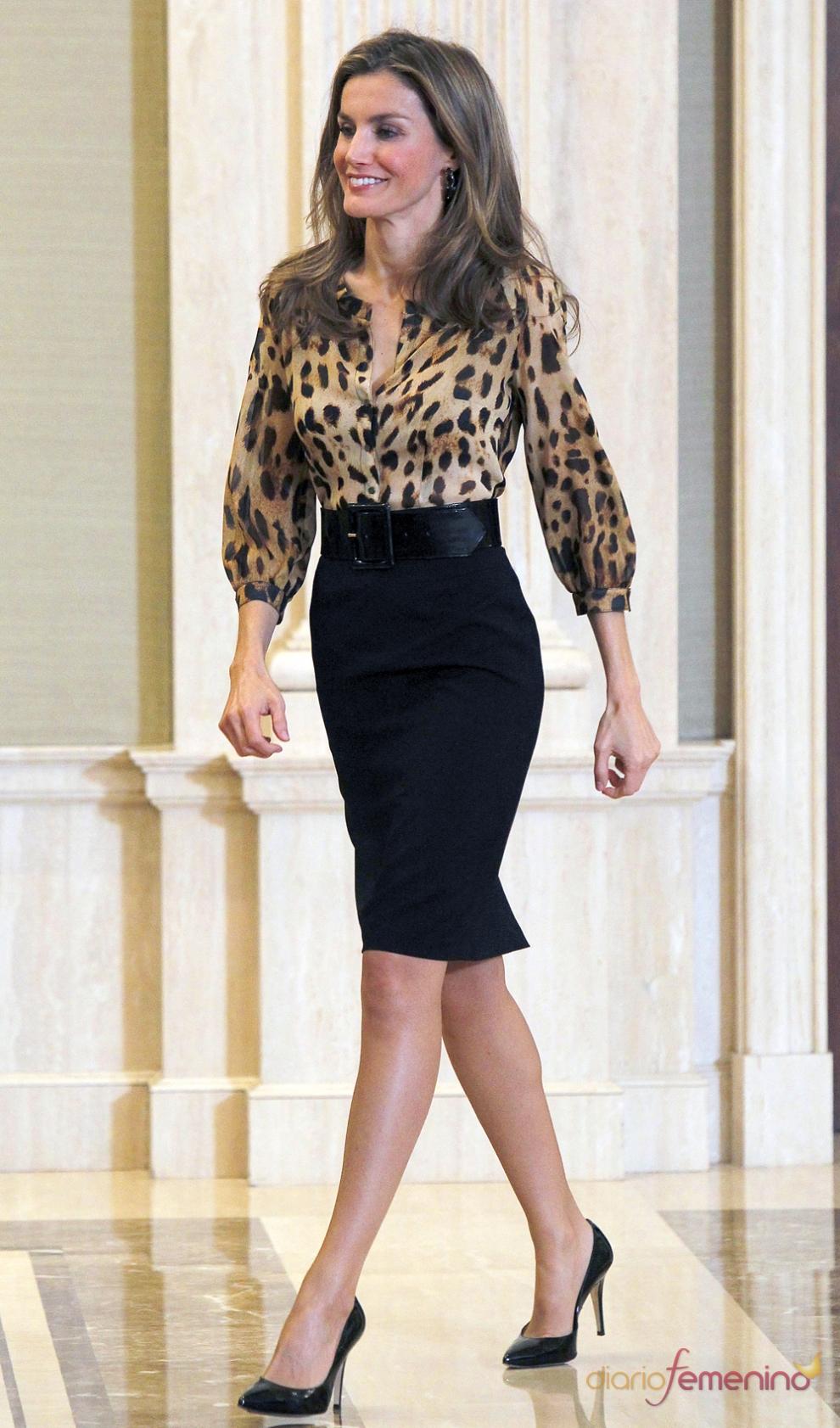 Melania o Letizia  ( sondeo ) 183590-el-look-mas-sexy-de-la-reina-letizia-con-falda-de-tubo