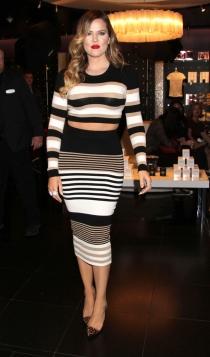 Khloé Kardashian tiene infinidad de faldas de tubo