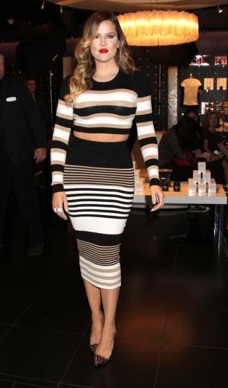 5ef1368069 Khloé Kardashian tiene infinidad de faldas de tubo