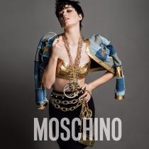 Sexy y dorada: la nueva Katy Perry para Moschino