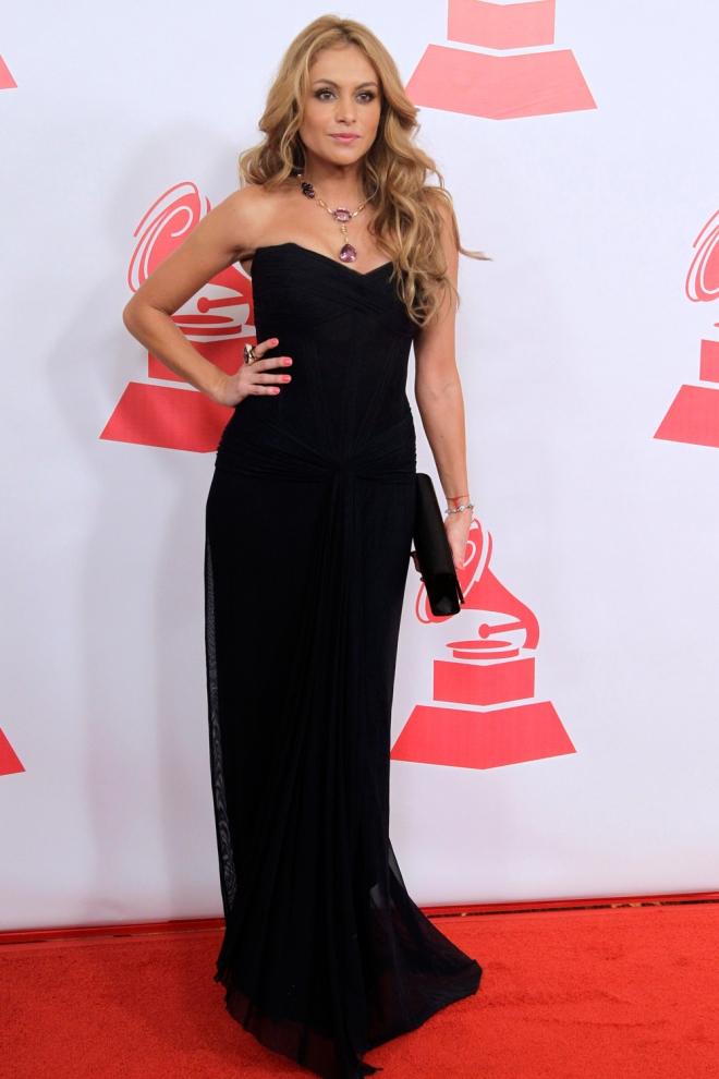 Paulina Rubio, total black