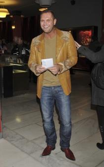 Nacho Vidal también lleva looks casuales