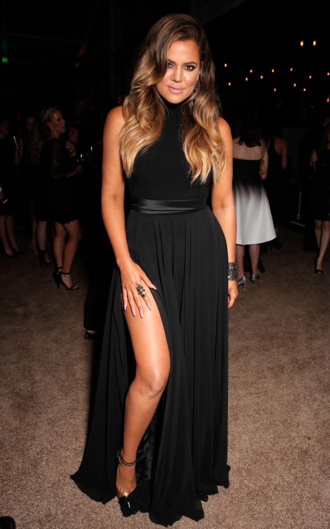 Khloé Kardashian adora los vestidos con abertura lateral