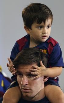 Messi, con su hijo Thiago con el que se deshace en atenciones