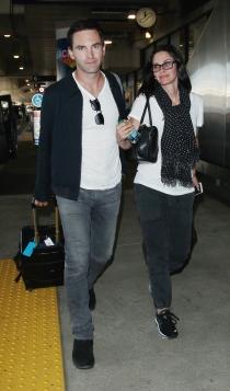 Courteney Cox también disfruta de su novio, más joven que ella