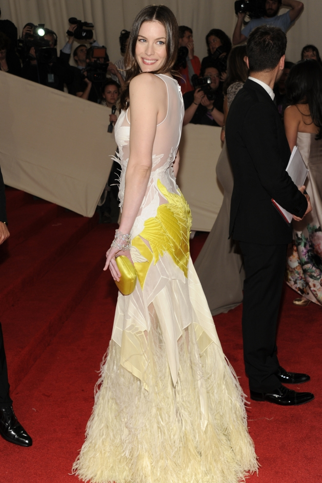 Liv Tyler, un cisne amarillo