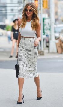 Las faldas blancas también pueden llevar estampados