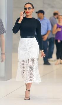 Faldas blancas: un complemento para Mel C