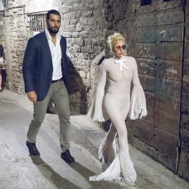 Lady Gaga y su impactante look para salir a cenar