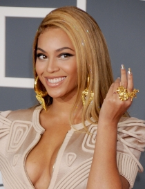 Manicuras de famosas: Beyoncé y sus uñas