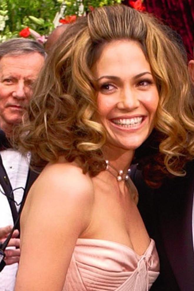 Peinados famosas: Jennifer Lopez se pasa con la laca