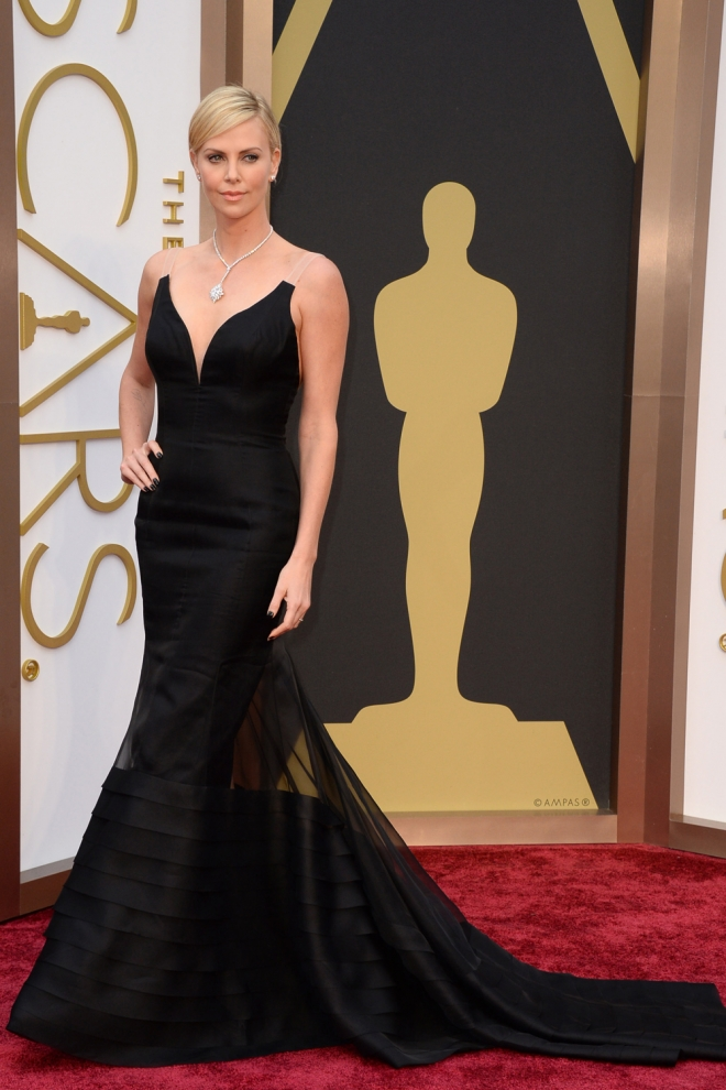 Charlize Theron, total black