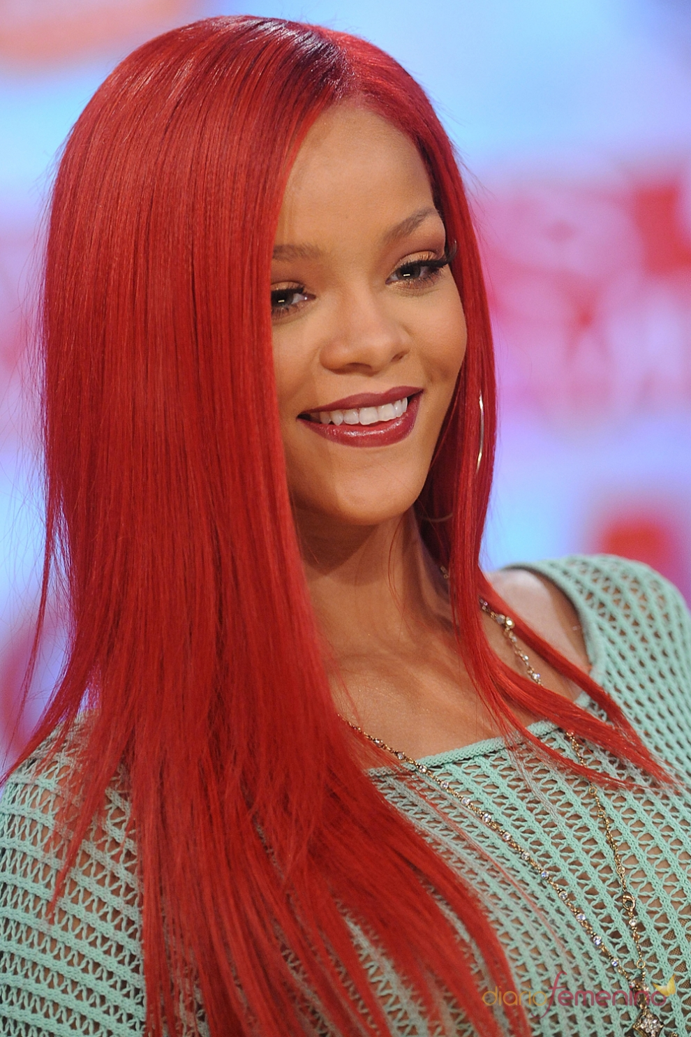 Pelo de colores rihanna rojo sirenita - Bano de color rojo pelo ...