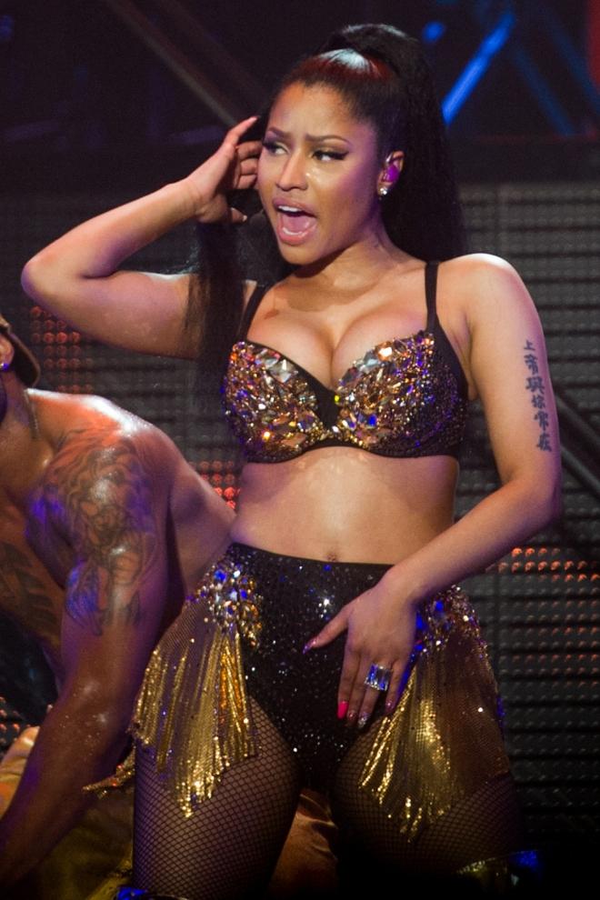 Nicki Minaj, con Dios en el brazo