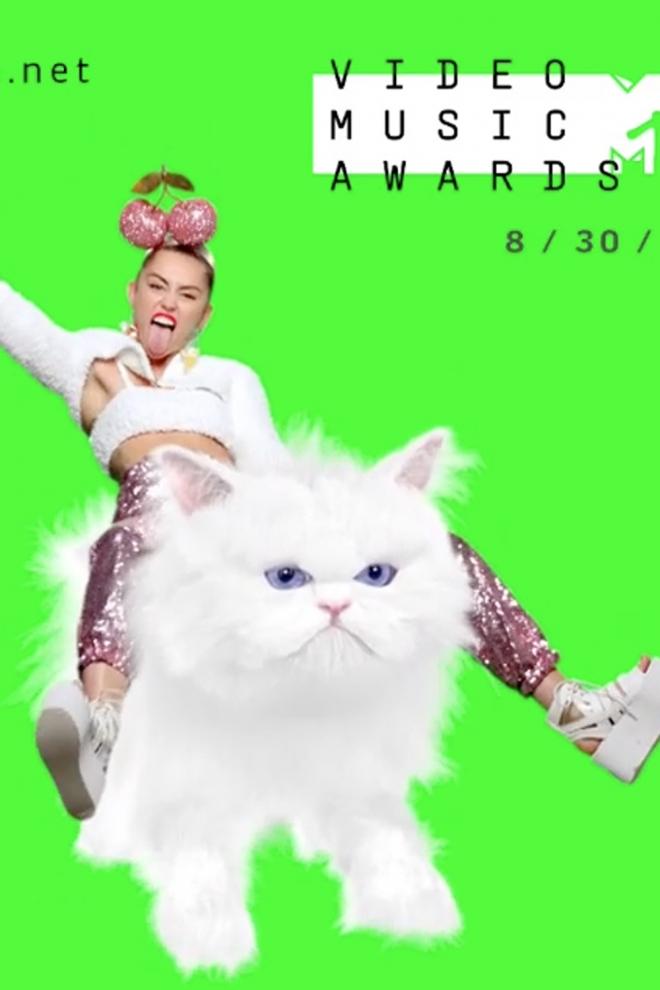 VMA 2015: Miley Cyrus a lomos de su gato