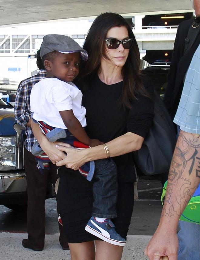 Famosos que adoptaron a sus hijos: Sandra Bullock