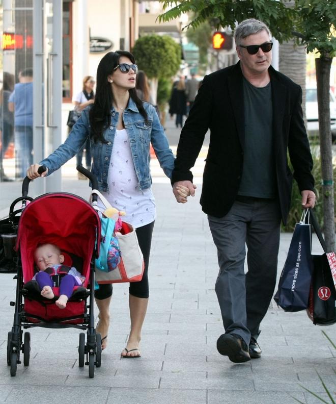 Alec Baldwin ya es padre de familia numerosa