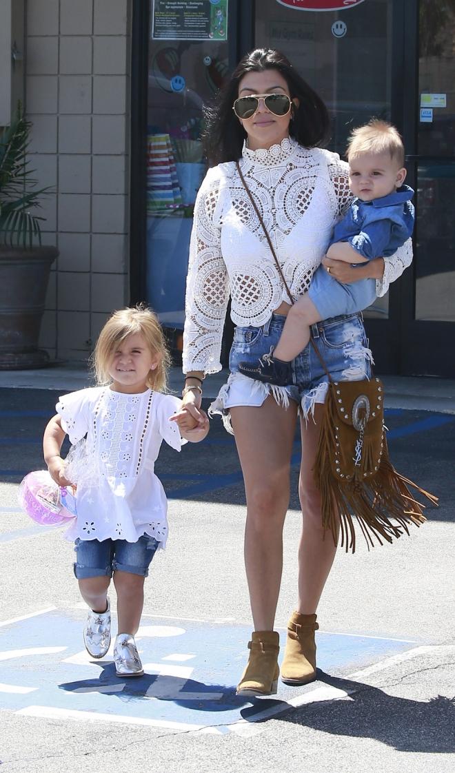 Kourtney Kardashian también es madre de familia numerosa
