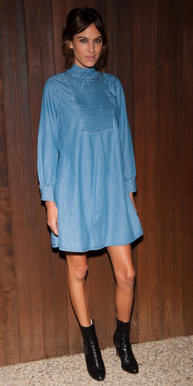 Alexa Chung, con un bonito vestido denim