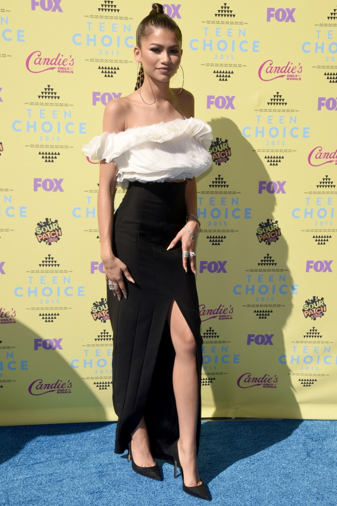 Teen Choice Awards 2015: Zendaya, black & white