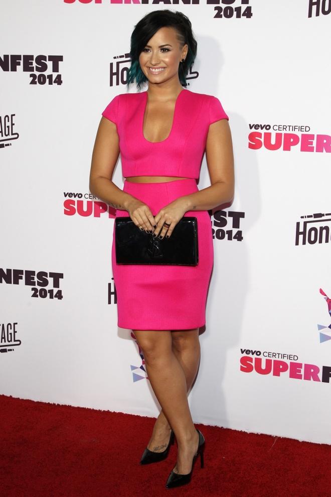 Demi Lovato, total pink
