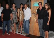 George Clooney, con Amal y Cindy Crawford en la presentación de su tequila