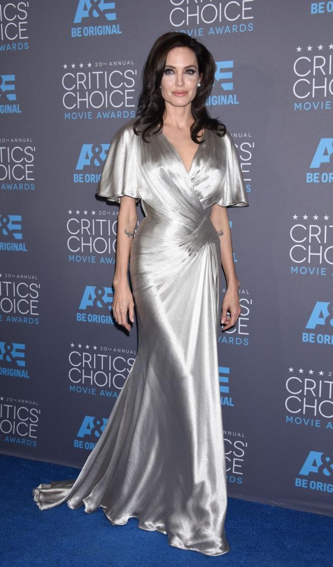 Famosas vestidas de Versace: Angelina Jolie