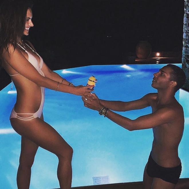 Alessandra Ambrosio y su bañador sexy