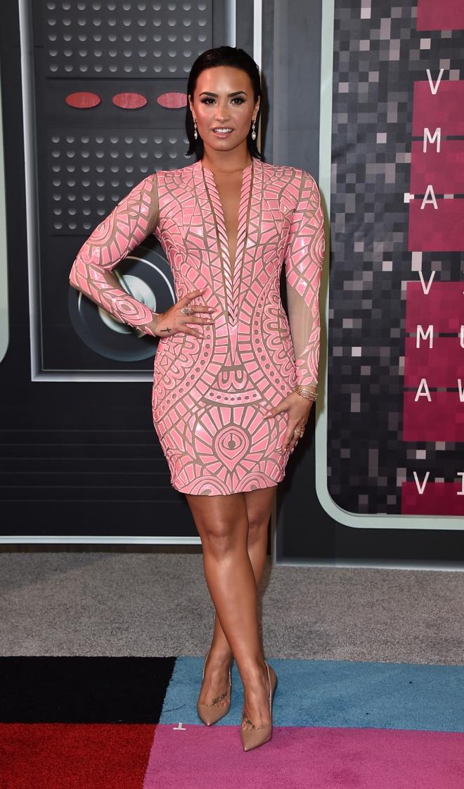 MTV VMAs 2015: Demi Lovato, diva de rosa