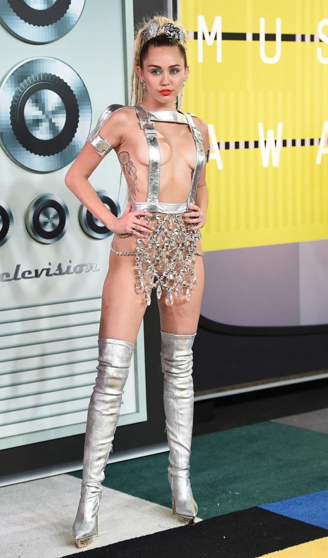 VMAs 2015: el look más extravagante de Miley Cyrus