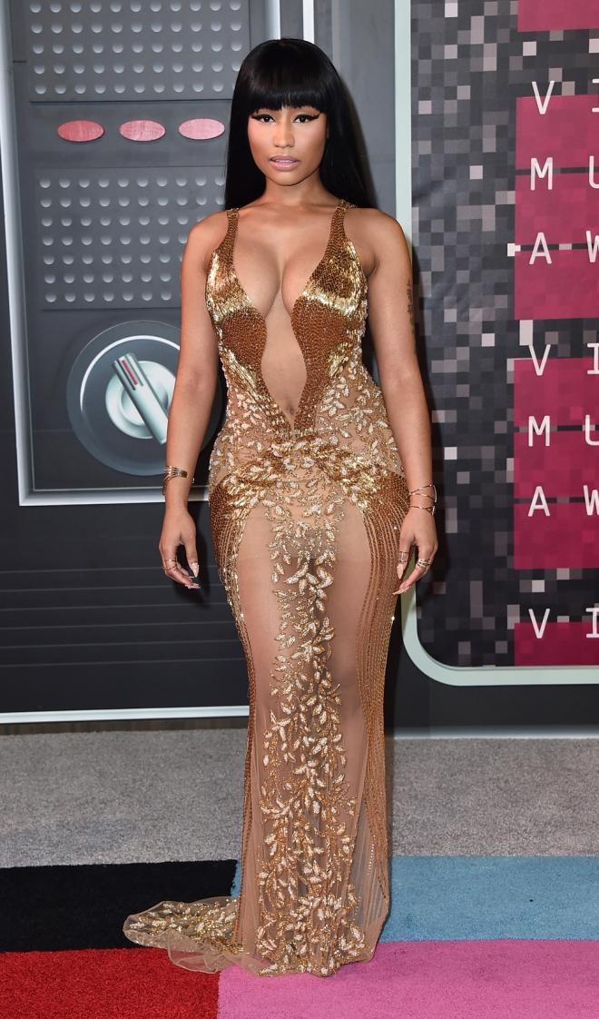 MTV VMAs 2015: el look en oro de Nicki Minaj