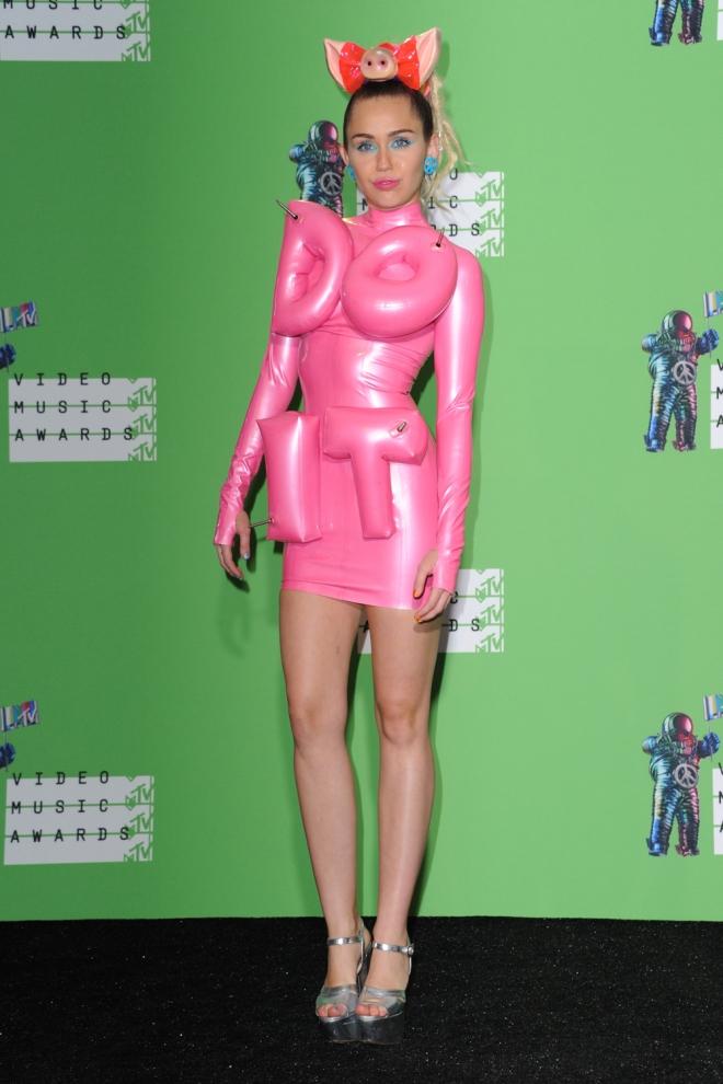 VMAs 2015: MIley Cyrus, marcando figura
