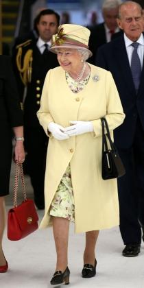 El amarillo es uno de los colores favoritos de Isabel II