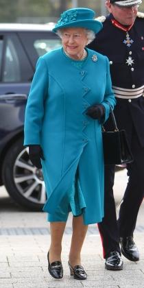 Isabel II, con otro tipo de azul