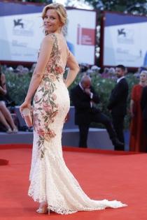 Festival de Cine de Venecia 2015: Elizabeth Banks, muy elegante