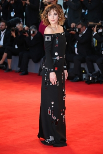 Festival de Cine de Venecia 2015: Dakota Johnson, original y divertida
