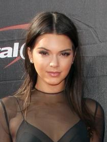 Famosas con la piel bonita: Kendall Jenner