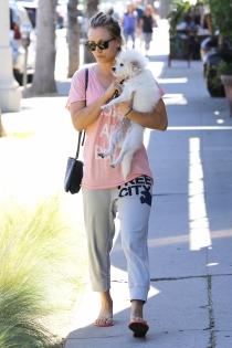 Perros de famosos: la mascota de Kaley Cuoco