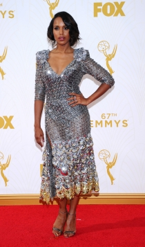Emmys 2015: un look brillante para Kerry Washington