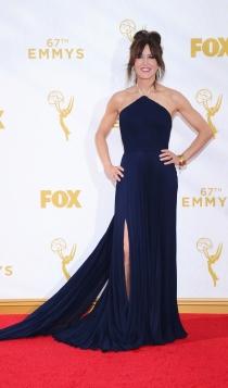 Emmys 2015: Felicity Huffman, en un look azul marino