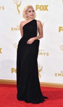 Emmys 2015: el look más femenino de Lady Gaga