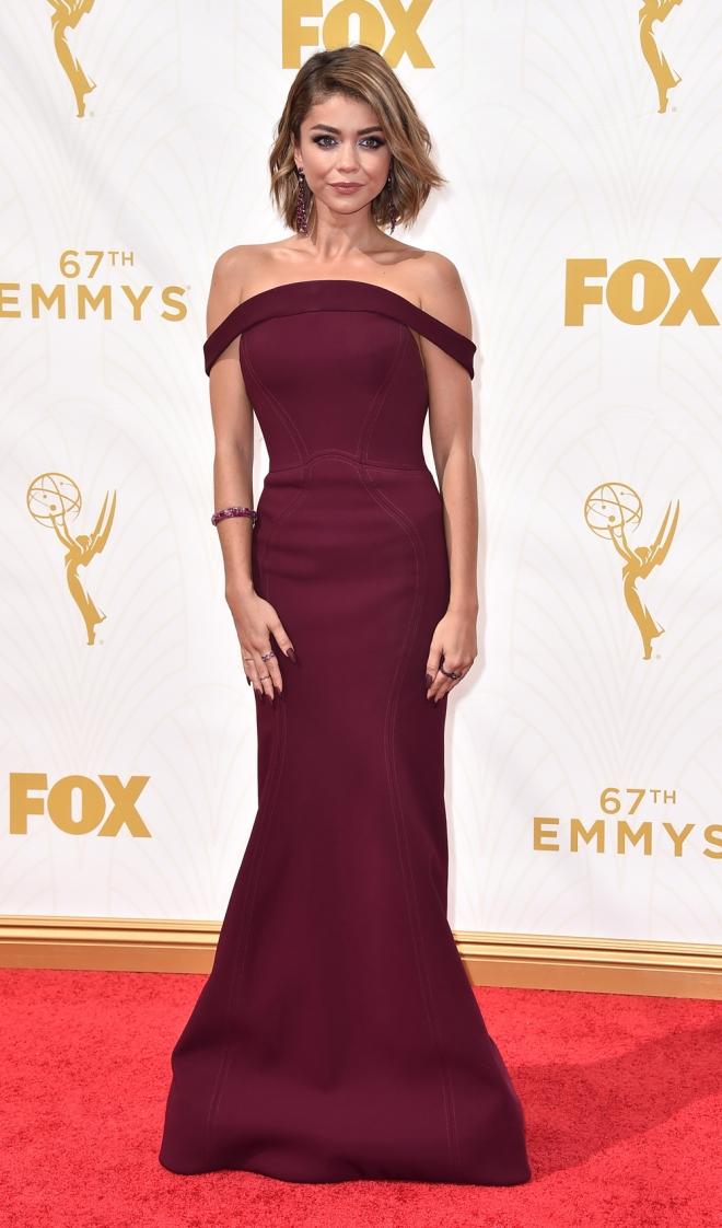 Emmys 2015: el look burdeos de Sarah Hyland