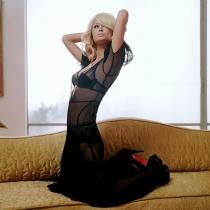 Vestidos con transparencias: la elección sexy de Paris Hilton