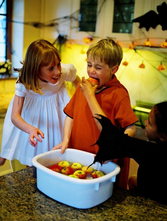 juegos para halloween el juego de las manzanas
