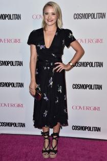 50 aniversario Cosmopolitan: Emily Osment, sencilla pero elegante