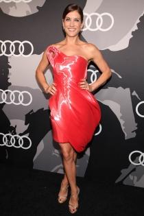 Kate Walsh, sexy de rojo