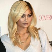 Los labios de Kylie Jenner cobran vida propia en el evento de Cosmopolitan
