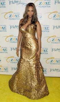 El vestido dorado de Tyra Banks, su gran baza para triunfar